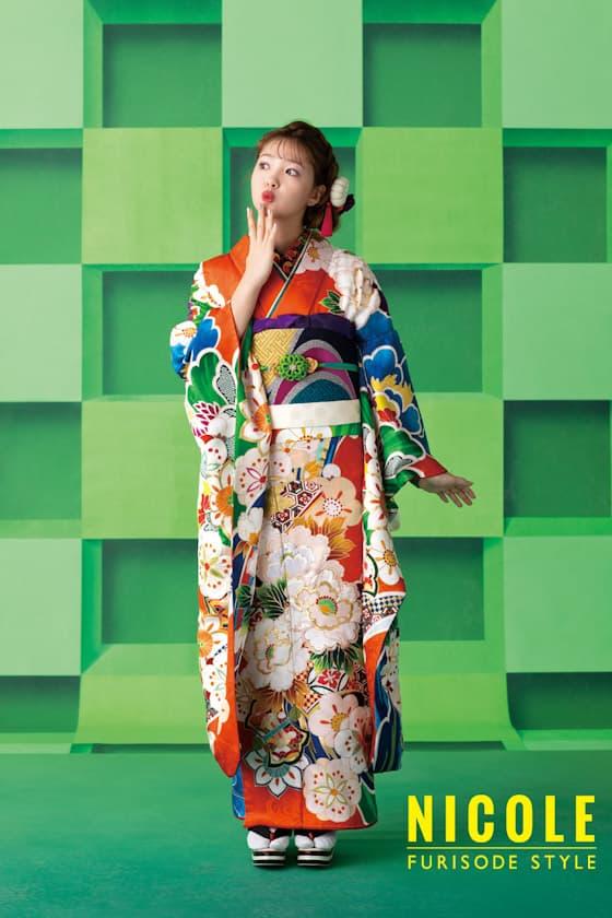 藤田ニコル鮮やかなオレンジ色の振袖
