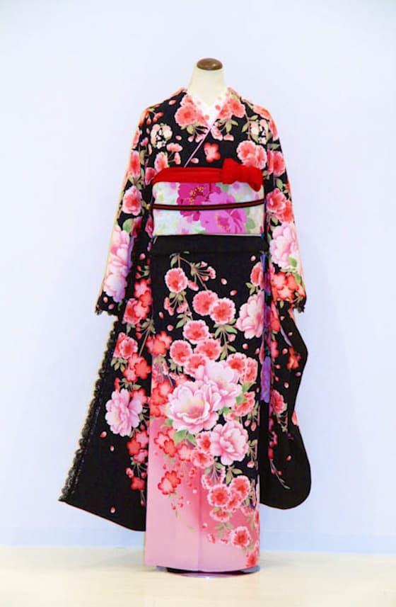 黒地にピンクのお花柄のキュートな振袖