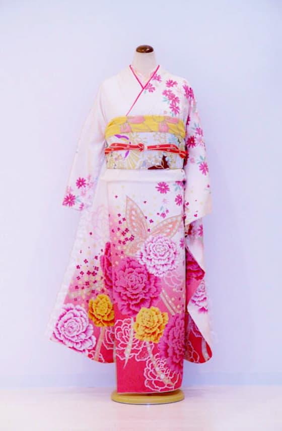 ピンクお花蝶々振袖