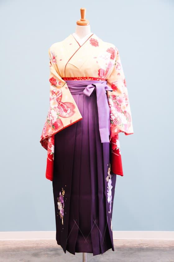淡い黄色 ピンクの花柄 卒業式袴