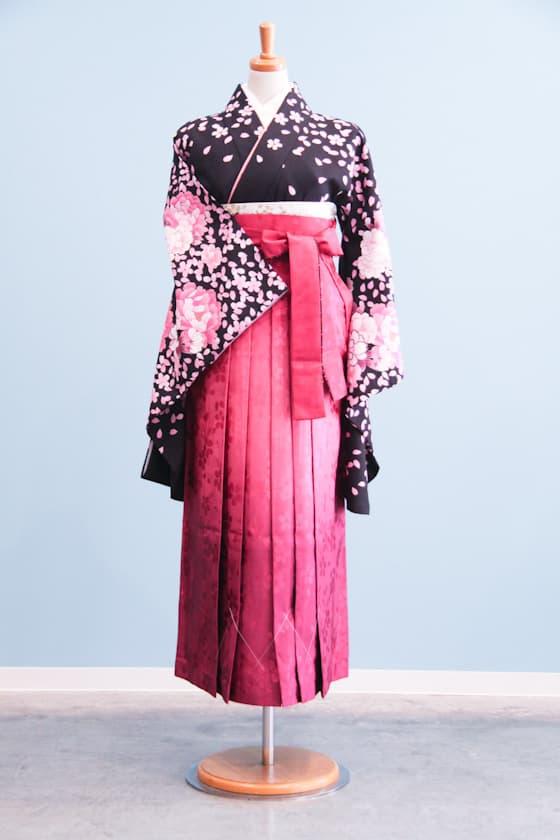 黒地の桜柄卒業式袴