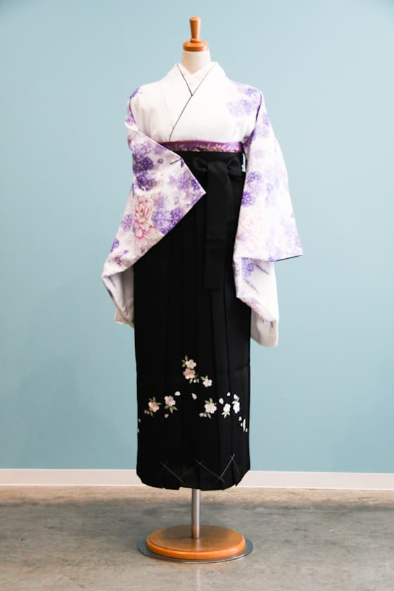 白地に淡い紫色の卒業式袴