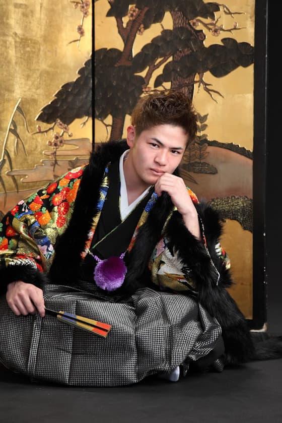 黒色の華やかな成人式男性用の紋付袴