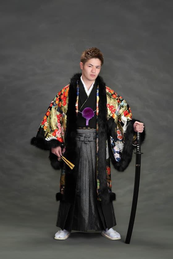 黒の豪華な紋付き袴