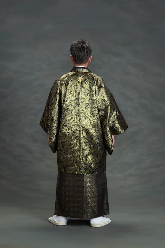 黒とゴールドの成人式用紋付袴