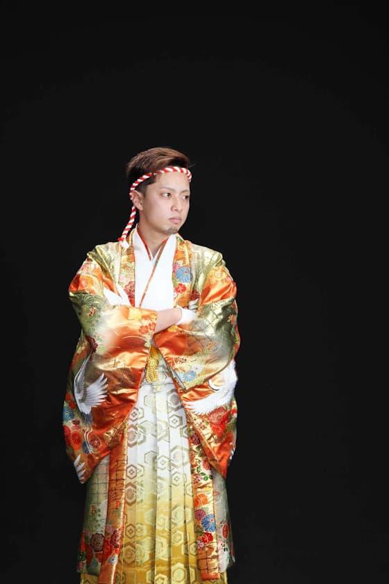 香川県 成人式レンタル 金色に鶴柄の紋付き