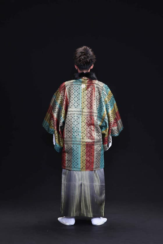 黒ファー付きレインボー羽織の紋付き