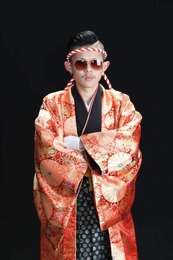 成人式用紋付 オレンジの着物に黒の袴