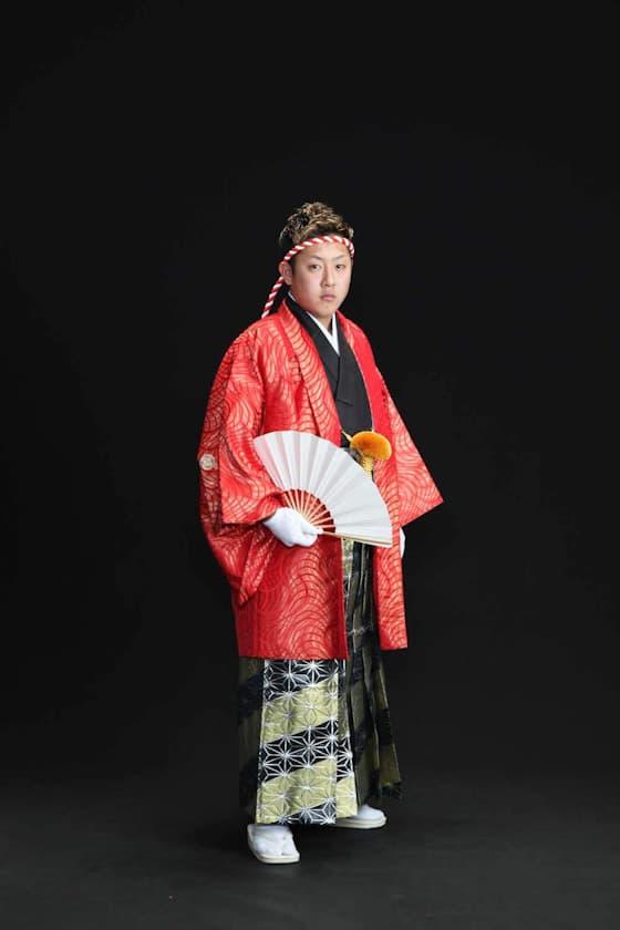 成人式用赤色の派手な紋付き袴