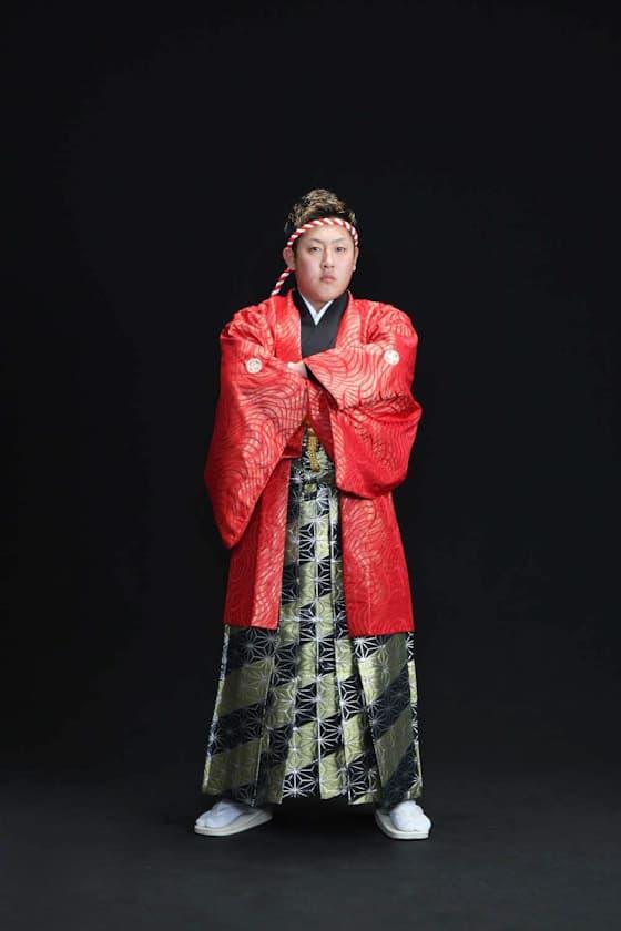 黒色と金色の個性的な成人式の袴