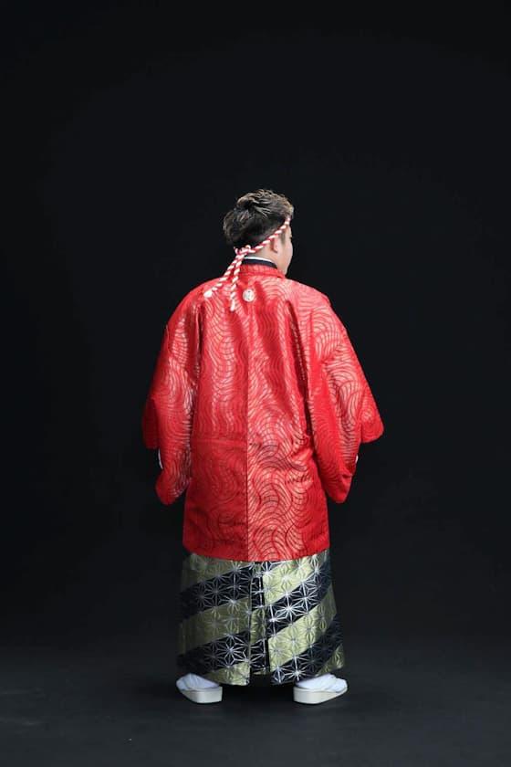 赤色の紋付き