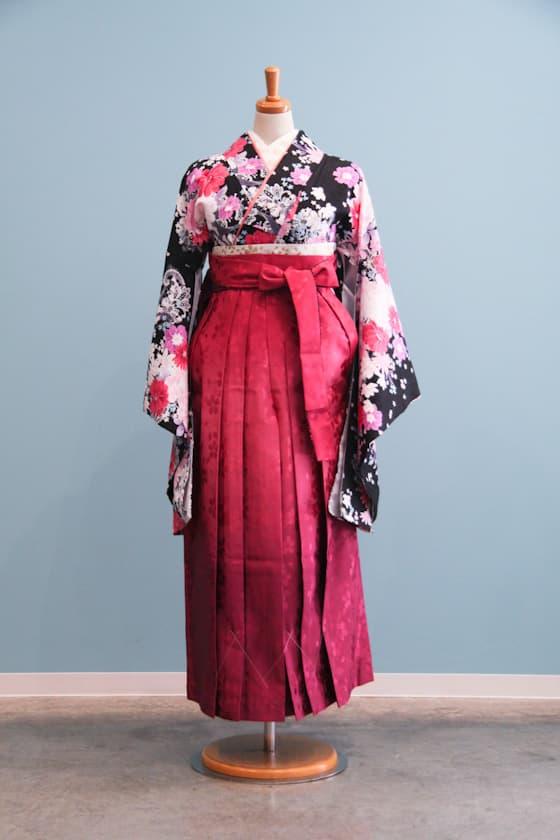 黒地にピンクの小花柄 卒業式袴