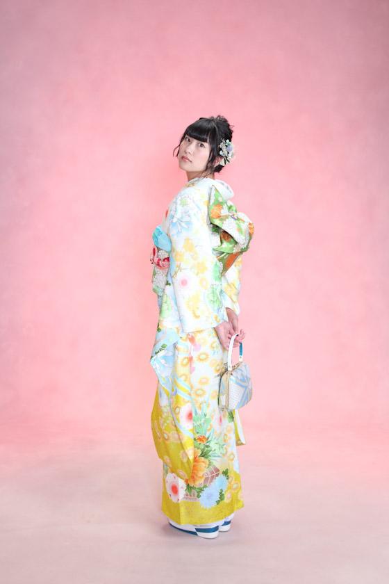 平祐奈さんがモデルの黄色の可愛い振袖